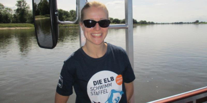 Schwimmerin Susanne Drawert auf dem Schiff