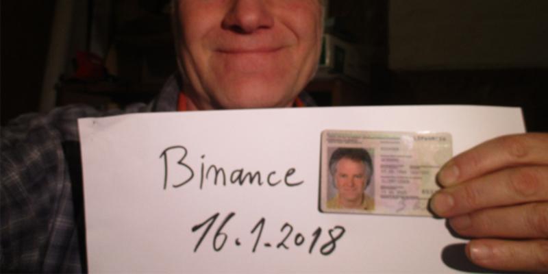 Gerhard Richter zeigt sein Selfie für Kryptobörse.