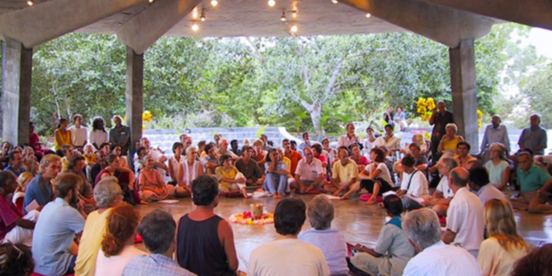 Versammlung in Auroville