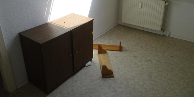 In der ausgeräumten Wohnung stand auch ein Kinderbett.